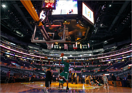 As Shelden Williams and some of his teammates were out early loosening up for Game 2 of the NBA Finals Sunday in Los Angeles, the lights were dimmed to perform a pregame lighting check, but it didn't stop the players from continuing to work.