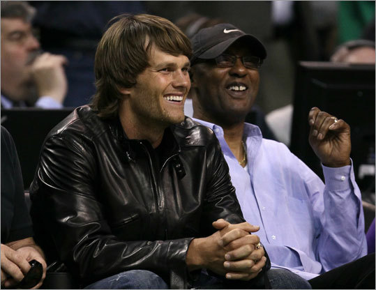 Patriots quarterback Tom Brady sat next to former NBA player Joe Bryant at TD Garden for Game 3.