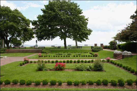 Rose Garden at Lynch Park The site of the rose garden has played a role in the American Revolution and been a part of the summer home of President William Taft. Learn more about the rose garden's history from the City of Beverly .