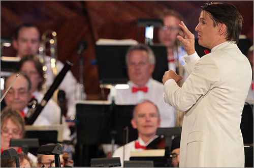 Boston Pops conductor Keith Lockhart leads the orchestra through a selection.