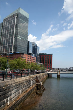 Boston's Fort Point/Seaport district has seen a face lift in recent years. With renovations to previously existing attractions, such as the Boston Children's Museum, as well as new businesses and restaurants, like Sam's at Louis, this area is booming with entertainment for all ages. Here are just a few of the many sights on Fort Point.