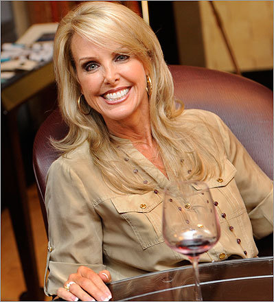 Linda Holliday Linda Holliday is the girlfriend of Patriots head coach Bill Belichick, and is frequently seen with the coach at public events, most notably courtside at Boston Celtics games. Pictured, Linda Holliday attended a 2009 fashion show event at the InterContinental Hotel in Boston.