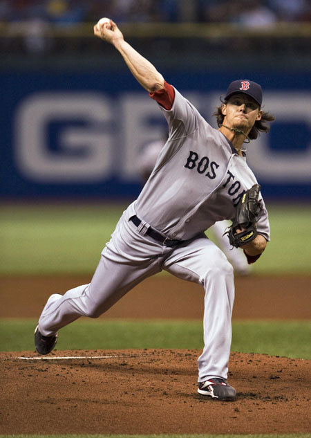 Red Sox starter Clay Buchholz had another strong start - going 7.1 innings and only giving up 1 earned run, lowering his ERA to 2.21. His shutout streak ended at 26 innings when first baseman Carlos Pena hit a solo home run in the seventh inning.