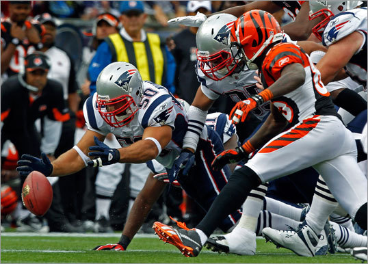 Patriots linebacker Rob Ninkovich (left) recovered a first-quarter Bengals fumble.