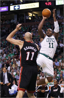 Glen Davis hit a jumper over Zydrunas Ilgauskas in the third quarter.