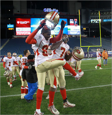 Everett capped an undefeated season and avenged a loss in last season's Super Bowl.