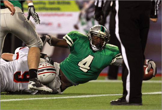 Jamel Marshal stretches for one of his two second-half touchdowns for Mansfield.
