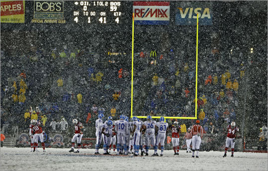 It might snow Sunday, which could mean back-to-back snow games for the Patriots. But last week's win over the Bears came at Soldier Field in Chicago. There hasn't been a snow game at Gillette Stadium since October -- yes, October-- of 2009 when the Patriots crushed the Titans (left). Here's a review of the Patriots' snow games in Foxborough since they moved from Boston in 1971.