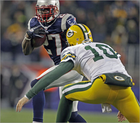 Patriots cornerback Kyle Arrington intercepted a third-quarter pass attempt from Packers quarterback Matt Flynn, who then tried in vain to tackle Arrington.