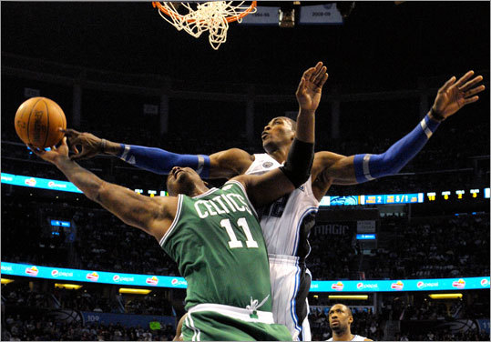 Howard (right) blocked a shot by Glen Davis during the first half.