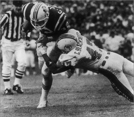 1985 continued Craig James (left) was a force on the ground with 1,227 rushing yards. In the playoffs, the Patriots went on a memorable road run. They beat the Jets and Raiders, then ended a 19-year losing streak at the Orange Bowl in Miami to defeat the Dolphins and win their first AFC Championship and a trip to Super Bowl XX to face the Chicago Bears. In the showdown in New Orleans, the vaunted Bears defense, featuring William 'The Refrigerator' Perry, swallowed up the Patriots offense and steamrolled to a 46-10 win. Patriot greats John Hannah and Julius Adams retired after the season.