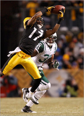 Steelers wideout Mike Wallace made a catch in the first half in front of Jets defensive back Antonio Cromartie.