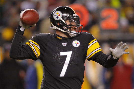 Steelers quarterback Ben Roethlisberger dropped back to pass against the Jets defense in the first quarter.
