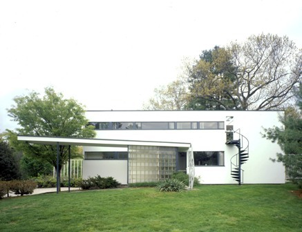 In Boston and its suburbs, a region that helped give birth to Colonial architecture, lie some of the most celebrated developments of a radical design: the modern house. Read the full story here. The Gropius House in Lincoln.