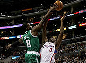 Jeff Green blocks a shot