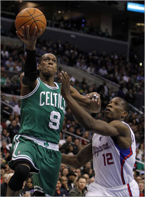 Celtics guard Rajon Rondo drove to the basket against Clippers guard Eric Bledsoe during the first half.