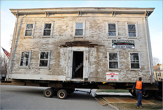 Another view of the house on its trailer.