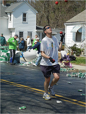 As if running the marathon wasn't hard enough, this runner juggled at the same time.