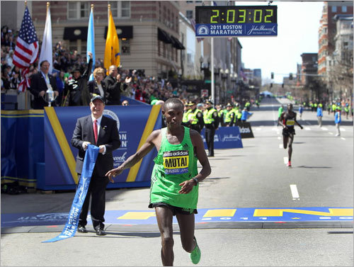 Geoffrey Mutai's late surge carried him to victory.