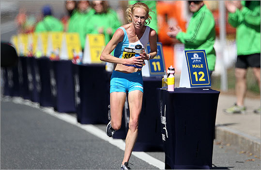 Kim Smith looked to hydrate at mile 12 during the marathon.