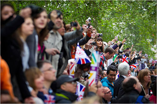 Royal wedding scenes from London