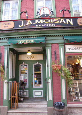 J.A. Moisan, a epicurean grocer dating back to 1871, located on Rue Saint-Jean. Read: For every taste: history and food, shops and stroll