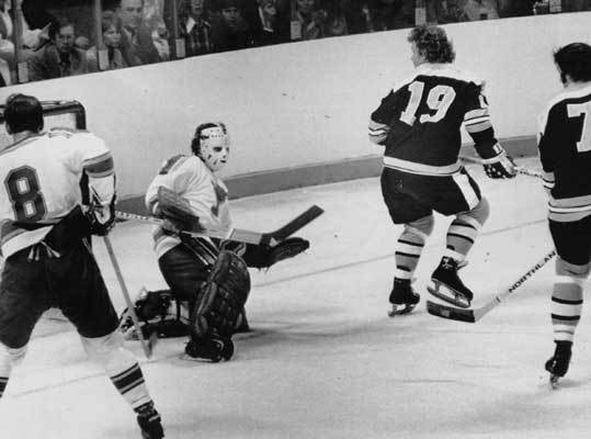 1972: Bruins win the Stanley Cup In 1972, led by coach Tom Johnson, the Bruins won their fifth and most recent Stanley Cup, their second in three years. But to get there, they had to sweep the St. Louis Blues in the conference finals. During the regular season, Bobby Orr and Phil Esposito combined for 250 points. Both had 24 points in 15 playoff games to carry the Bruins to a championship over the New York Rangers in six games.