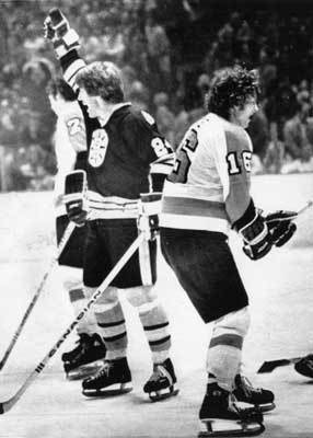 1977: Bruins get one back on the Flyers This matchup for the right to play for the Cup revenged the previous year's defeat to the Flyers as the Bruins swept Philadelphia. The Bruins won the first two games in overtime before winning Games 3 and 4 more handily. The Bruins beat the Kings in the first round. However, the Bruins would lost in the Stanley Cup in six games to the Canadiens. The team was led by right winger Bobby Schmautz and center Jean Ratelle.