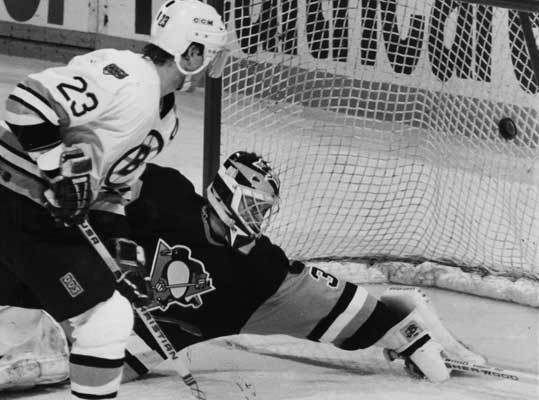 1991: Penguins defeat the Bruins in six The Bruins won their division in 1991, going 44-24-12, led by Ray Bourque and Cam Neely. After defeating the Whalers in the semis and Canadiens in seven games in the division finals, the Bruins took on the Penguins, who were led by Mark Recchi. Recchi scored 113 points during the regular season. The Bruins won the first two games of the series, including Game 2 in overtime, 5 to 4. However, the Penguins outscored the Bruins 20 to 6 in Games 3 through 6 to take home the series. Pittsburgh would go on to defeat the Minnesota North Stars in the Stanley Cup. It was a bit of revenge for the Penguins, considering the previous year, the Bruins knocked them out in the conference finals.