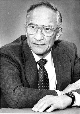 "Number 34: Birth of the iPod... and more. As an MIT doctoral student in the early 1950s, Robert Noyce was known as ""Rapid Robert"" for his quick mind. As a cofounder of Intel Corp. , he was known as the ""Mayor of Silicon Valley."" A mentor to Apple's Steve Jobs, Noyce is one of those credited as the inventor of the first practical integrated circuit, a.k.a. the ""microchip"" – which made modern-day computers possible. Without that, no iPod."