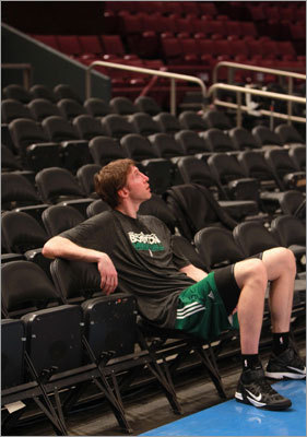 Troy Murphy Remember when 6-11 forward Troy Murphy was the prize of the post-trade deadline buyout season? Murphy chose the Celtics over the Heat, and the Celtics were getting what they assumed was a big man who could spread the floor with his shooting. None of that materialized, and Murphy didn't sniff the court in the postseason besides three minutes of garbage time vs. the Knicks. After the season, Doc Rivers said Murphy just wasn't 'ready' to play for the Celtics.