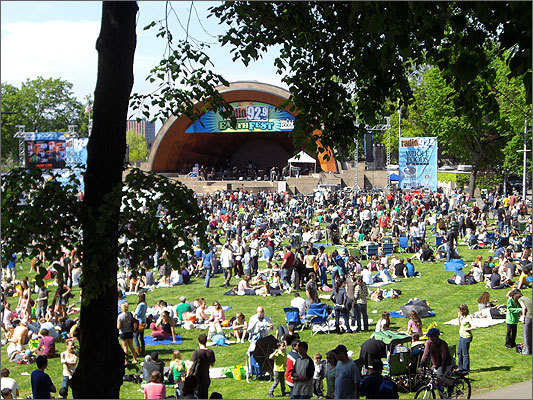 Crowds came out to the Esplanade Saturday, soaking in some much-anticipated sun at the 18th annual Earth Fest. The event -- sponsored by Whole Foods and Radio 92.9 -- featured free concerts at the Hatch Shell, music and activities for kids, food vendors, and food samples, and an Earth-friendly theme.