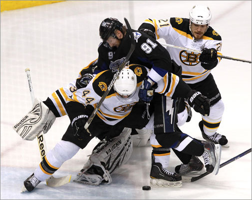 Lightning center Steven Stamkos (center) tried to pry the puck loose from Bruins defensemen Dennis Seidenberg (left) and Andrew Ference.