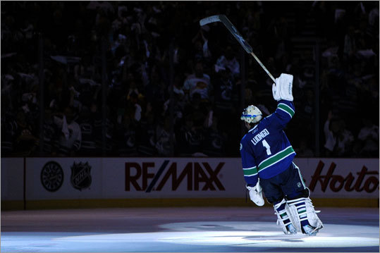 Canucks goalie Roberto Luongo made 36 saves to lead Vancouver to the victory, and he took a bow as the No. 1 star of the game.