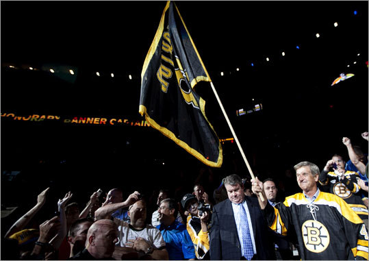 Bruins great Bobby Orr brought the traditional fan flag into the crowd before the start of Game 4. The flag for Game 4 bore injured Bruin Nathan Horton's number.