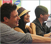 Glee stars meet with fans