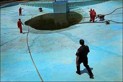 Inmates paint town pool under sheriff's watch
