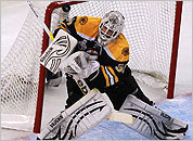Bruins goalie Tim Thomas makes a save in the first period