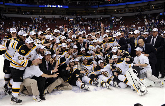 Bruins players and team personnel posed for a team photo after the game.