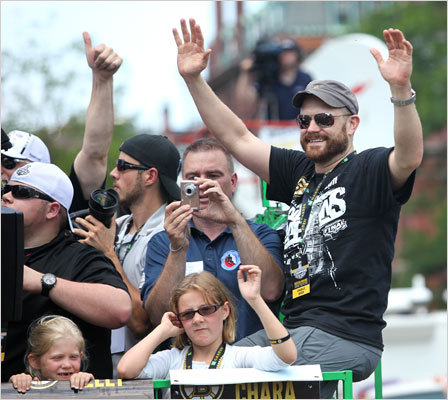 Tim Thomas waved while rolling through Copley Square.