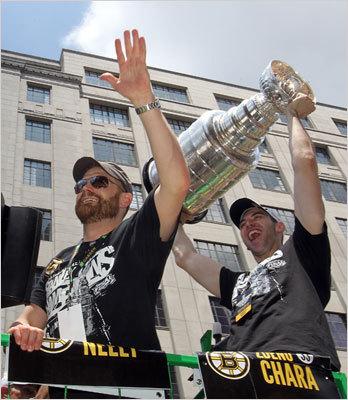 Tim Thomas and Zdeno Chara, both of the Bruins, reacted to cheers at the parade.
