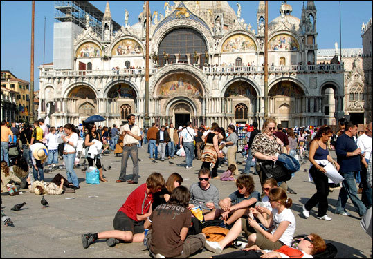 The city itself has a permanent population of just under 60,000, which is down from 174,000 in 1951. The figure is roughly the same as the average number of tourists in Venice on any given day.
