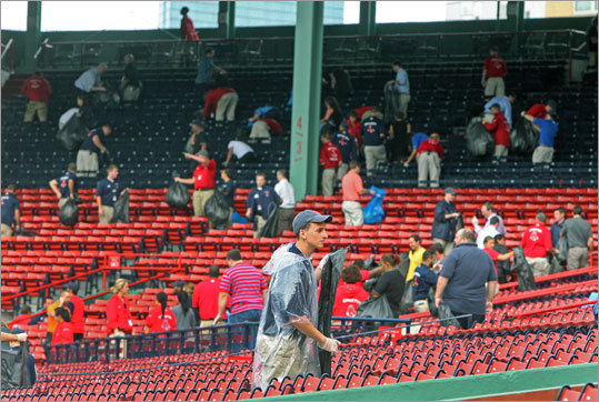 Aug. 16, Game 1: Red Sox 3, Rays 1 Right after the first game ended, Red Sox employees from almost all departments chipped in and helped get Fenway Park cleaned up in time for the second game to be played at 7:10 pm.