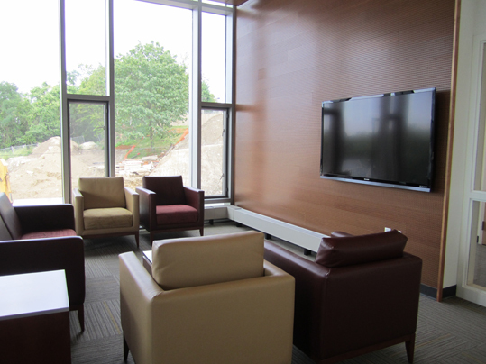 Every floor features at least one lounge area, equipped with a flat-screen television, floor to ceiling windows and contemporary furniture. Floors also contain small study rooms, furnished with desks, chairs, and white boards for collaborative academic work.