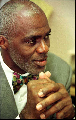8. Alan Page The first defensive player to be named NFL MVP, Page used strength and leverage to do his damage from the interior.