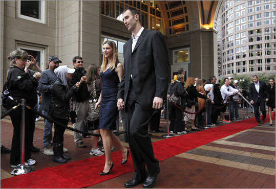 Zdeno Chara and his wife, Tatiana, walked a Hollywood-style red carpet as they arrived for the team dinner and ring presentation.