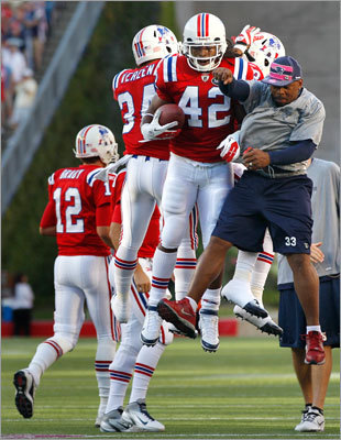Patriots running back BenJarvus Green-Ellis (42) celebrated with teammate Kevin Faulk, right, who is on the team's reserve list, after Green-Ellis' touchdown.