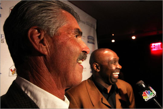 Twenty-five years after the infamous play in the 1986 World Series that forever linked former Red Sox first baseman Bill Buckner and former Met Mookie Wilson, the two appeared at a reunion in New York City.