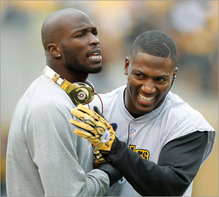Patriots wide receiver Chad Ochocinco, left, joked with Pittsburgh Steelers free safety Ryan Clark as the two chatted during warmups.