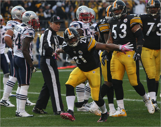 Steelers running back Mewelde Moore scored Pittsburgh's first touchdown on a 1-yard pass from Ben Roethlisberger.